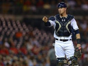 thumb 1338 05 catcher pointing 110712-yasmani-grandal