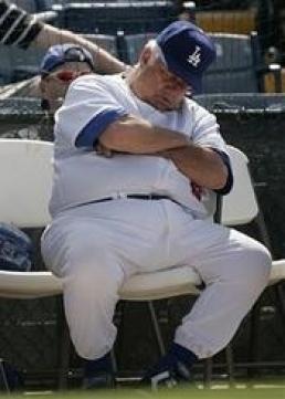 Почему все бейсбольные тренеры носят игровую форму?